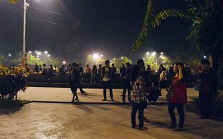 Santai Tapi Modis di Taman Bungkul Surabaya