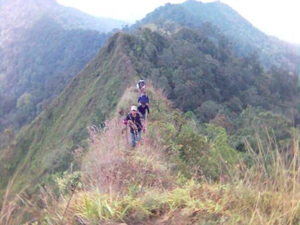 Menuju Puncak Gunung